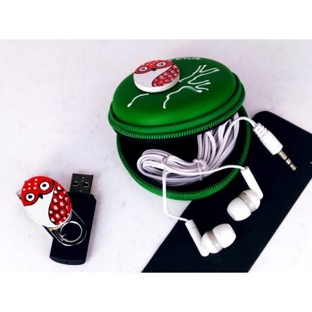Set pen drive 32GB + auriculares + estuche redondo. Verde