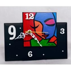 13. Reloj sobremesa...