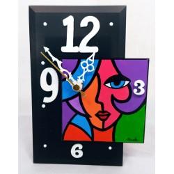 18. Reloj sobremesa...
