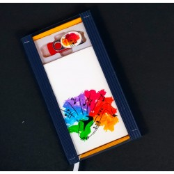 Caja libreta bolsillo + pen drive de 32GB. Saxo